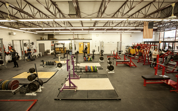 powerlifting gym environment